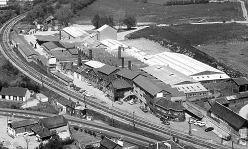 Prise de vue de la façade de l'usine Cerafrance