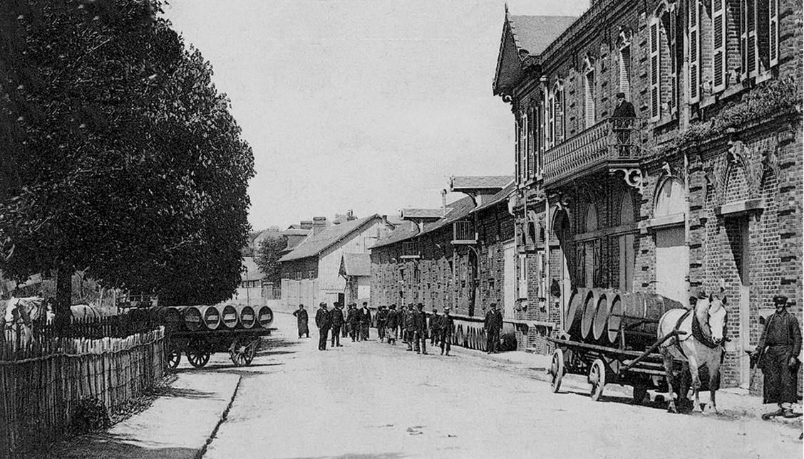 Photographie ancienne de la devanture de la brasserie Leroy-moulin