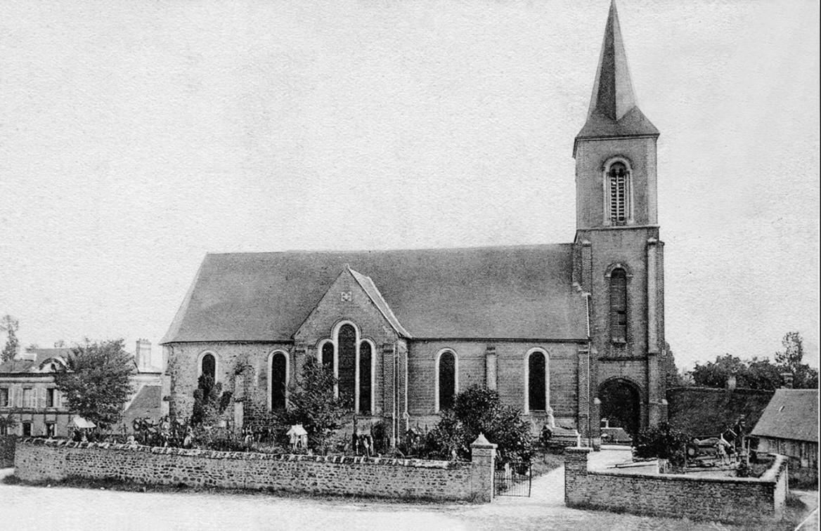 Photographie ancienne de l'église de Saint Martin de Ferrières entourée de son cimetière