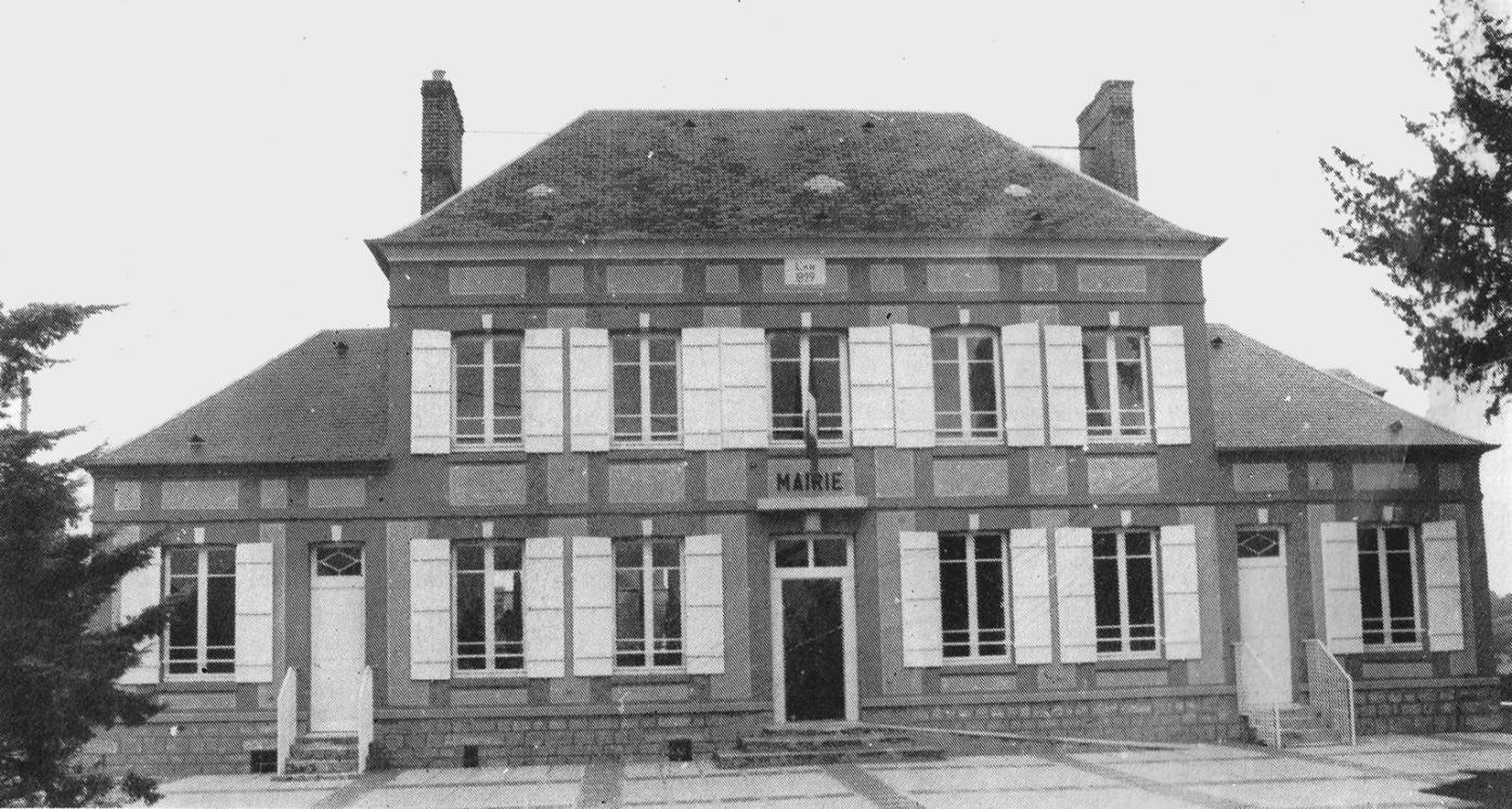photographie ancienne de la façade de la mairie de Ferrières